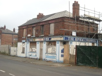 The River public house (58-60 Palmerston Street), with Ancoats Primary School in 2010. © Gene Hunt 2010.
