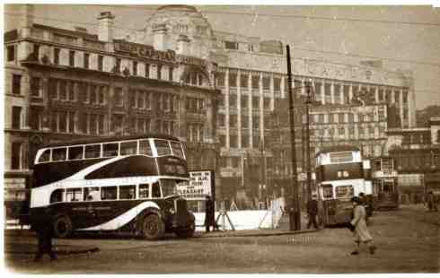 Manchester Corporation bus in Piccadilly in the 1940s. Image courtesy of J. Shaw.